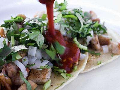 Taco con salsa valapanza